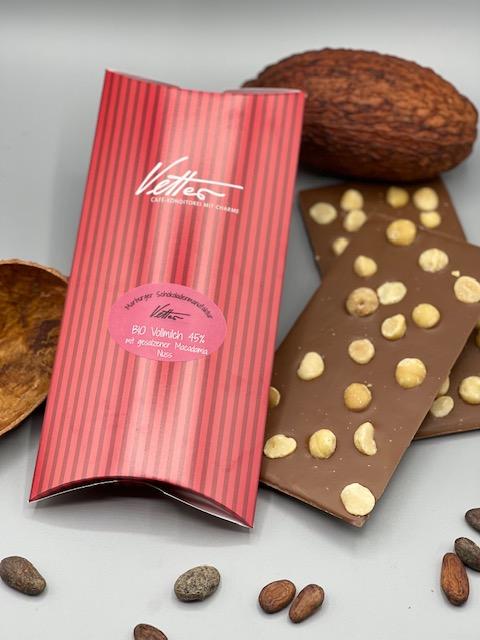 Edelvollmilch Kuvertüre In BIO Qualität, 41% Kakaoanteil Mit Gesalzenen Macadamia Nüssen